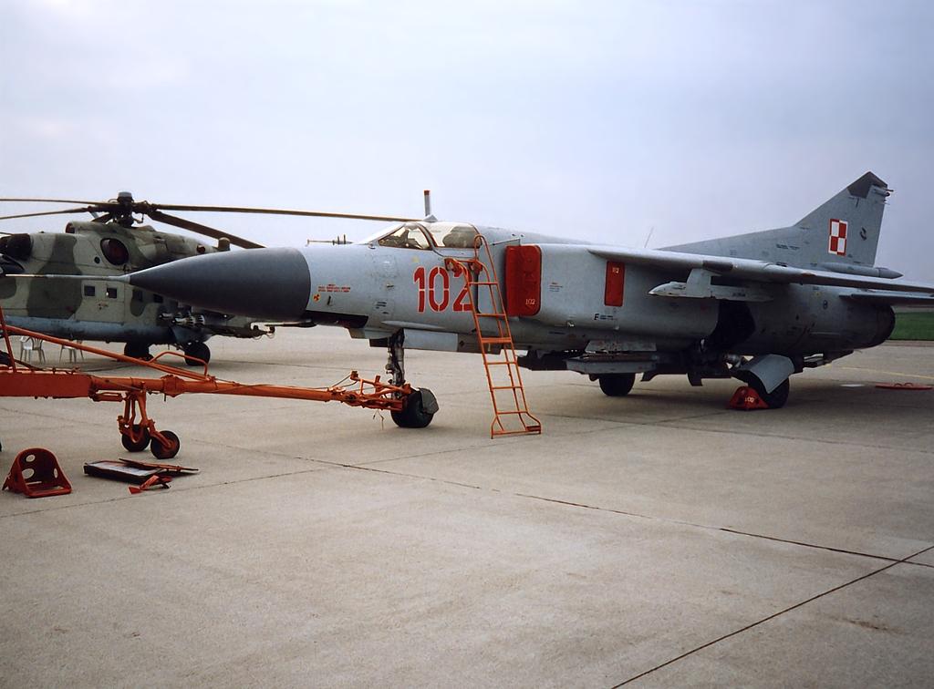 Mig-23_102_EPGD94_ef.jpg